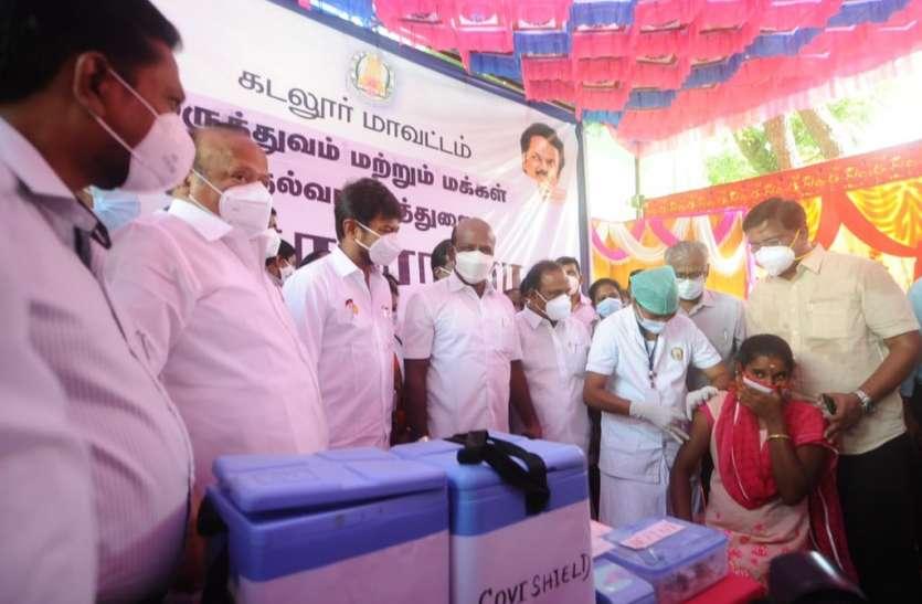 तमिलनाडु में पहली बार गर्भवती महिलाओं का लगाया टीका