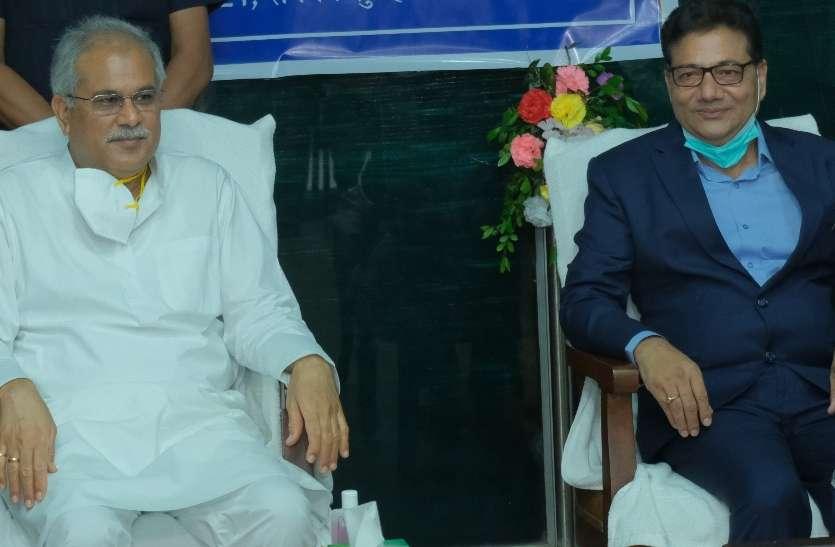 मुख्यमंत्री बघेल ने छत्तीसगढ़ विद्युत नियामक आयोग के नवनियुक्त अध्यक्ष हेमन्त वर्मा को शपथ दिलाई