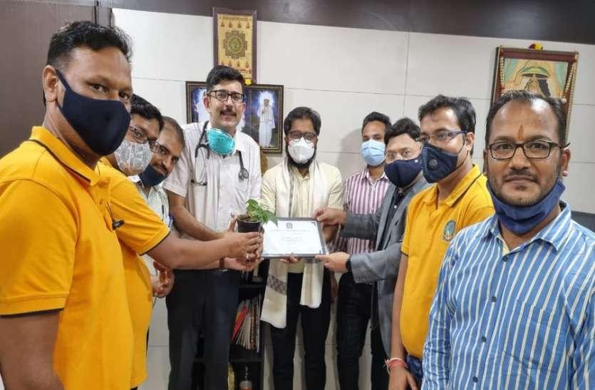 युवा मंच ने किया चिकित्सकों का सम्मान