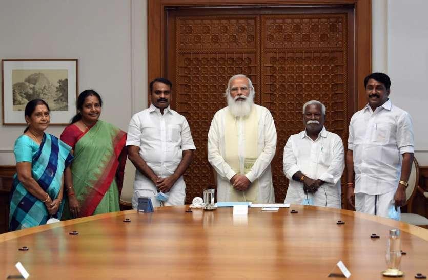 तमिलनाडु बीजेपी के विधायकों ने पीएम मोदी से उनके दिल्ली स्थित आवास पर मुलाकात की