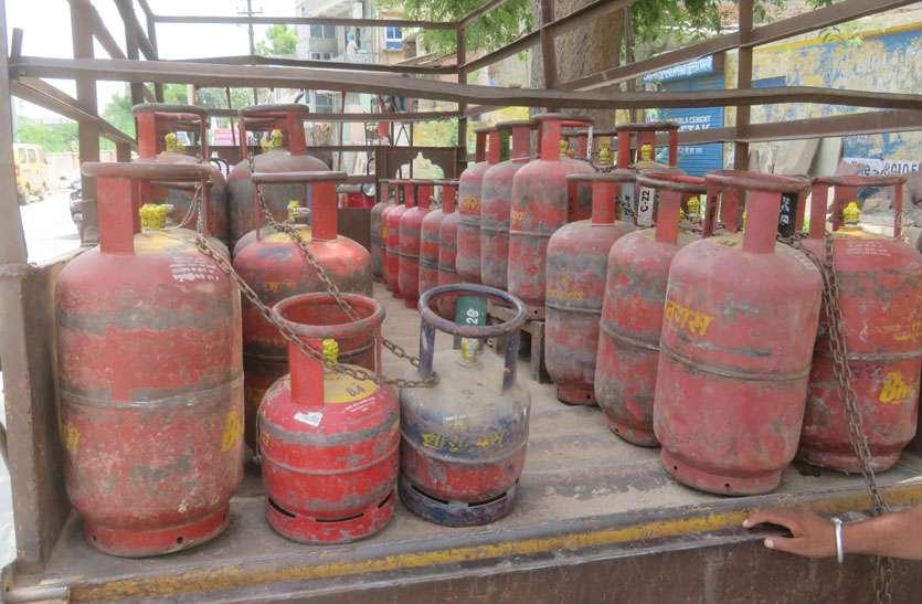 दामों में बढ़ोतरी बार-बार, अब गैस सिलेण्डर हो गया 850 के पार