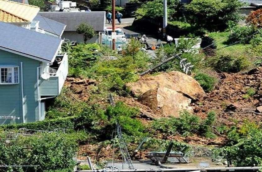 जापान में भारी बारिश के बाद भूस्खलन, मिट्टी धंसने से कई घर बहे, 19 लापता