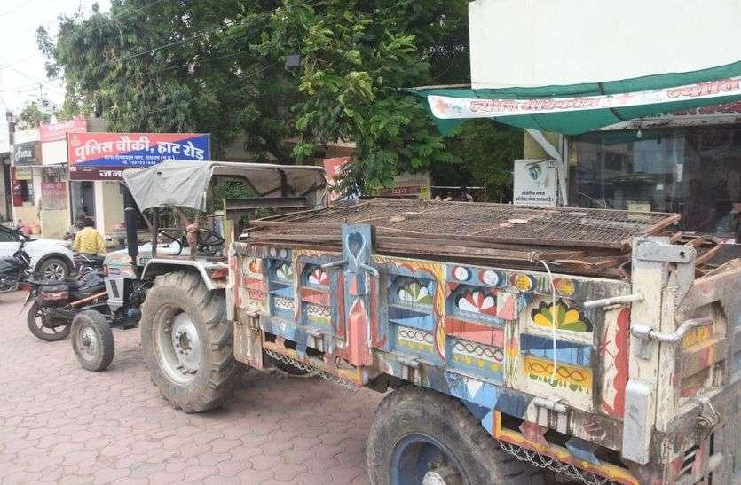 निगम का कबाड़ा बाजार में बिक्री करते रंगे हाथ पकड़ाए तीन कर्मचारी