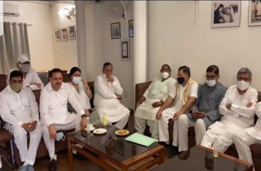 कांग्रेस में कलह: पंजाब में अमरिंदर बनाम सिद्धू के बाद हरियाणा में हुड्डा और शैलजा के बीच शुरू हुआ घमासान, दिल्ली पहुंचे 23 विधायक