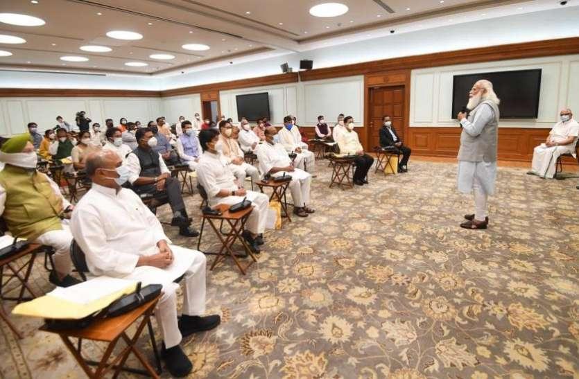 PM Modi Cabinet Reshuffle Live Updates - Modi Cabinet Reshuffle: मोदी कैबिनेट से चौंकाने वाला इस्तीफा, रविशंकर प्रसाद और प्रकाश जावड़ेकर की छुट्टी | Patrika News