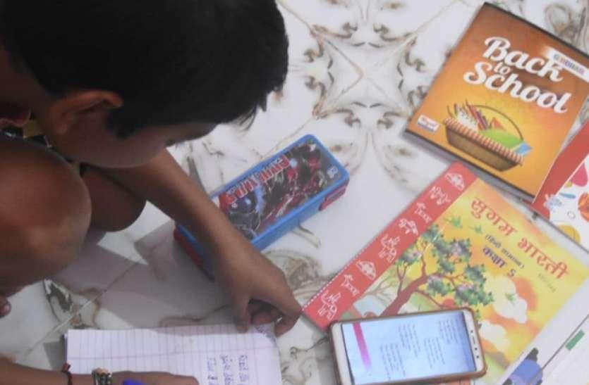 Education: शिक्षकों के रिटायरमेंट के बाद ये हाल हैं आदिवासी बच्चों के..जानिए