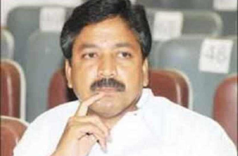 एआईएडीएमके के षणमुगम ने कहा, बीजेपी के साथ संबंधों पर पार्टी लाइन को छोड़ देंगे