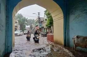 लाइव: बारिश से भिगा शहर