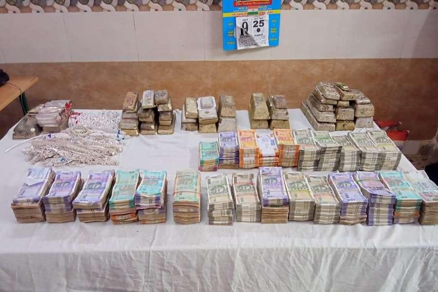 RPF seizes Rs 32 lakh cash, 1 core of silver at katpadi railway station