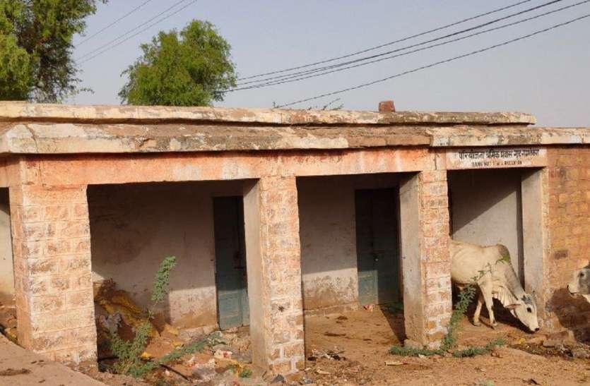 दर्जनों भवन गिरने के कगार पर, जिम्मेदारों की लापरवाही से बनी स्थिति