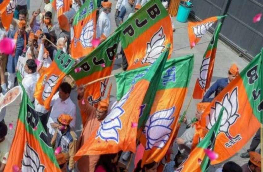 UP Top News : भाजपा 35 प्रतिशत युवाओं को देगी टिकट, बूढ़ों का कटेगा टिकट, सपा-बसपा भी नई रणनीति के साथ तैयार