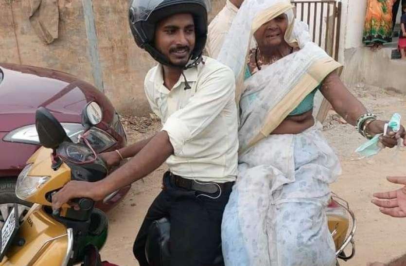 बिछड़ी मां को देखकर भावुक हुआ राहुल, मिलने की उम्मीद हो गई थी खत्म