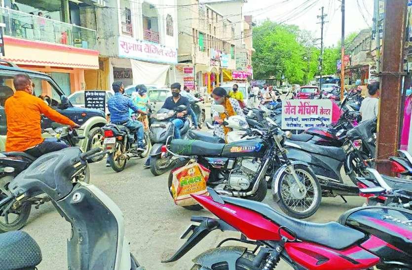 Public issue: अनलॉक के बाद बाजारों में बढ़ा वाहनों का दबाव, हर दिन जाम