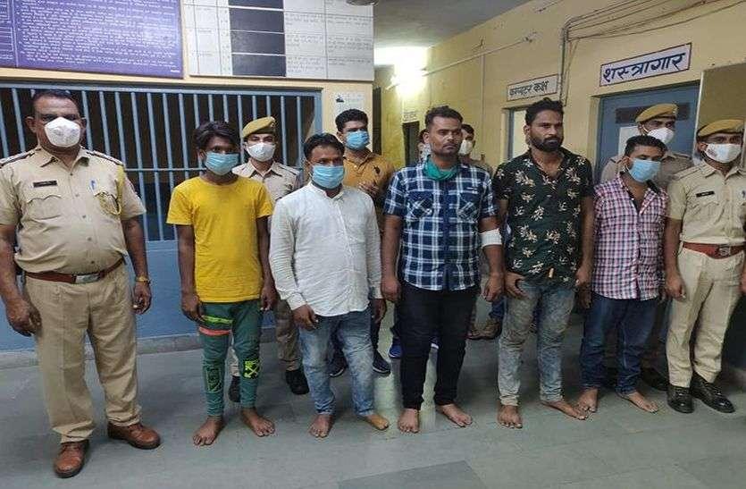 नाकाबंदी में दबोचे 5 कुख्यात बदमाश, हथियार व कारतूस बरामद