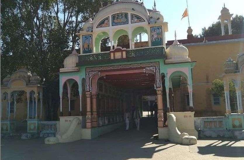 अनूठा मंदिर, आधा राजस्थान और आधा हरियाणा में, जहां नहीं चढ़ाई जाती नकदी