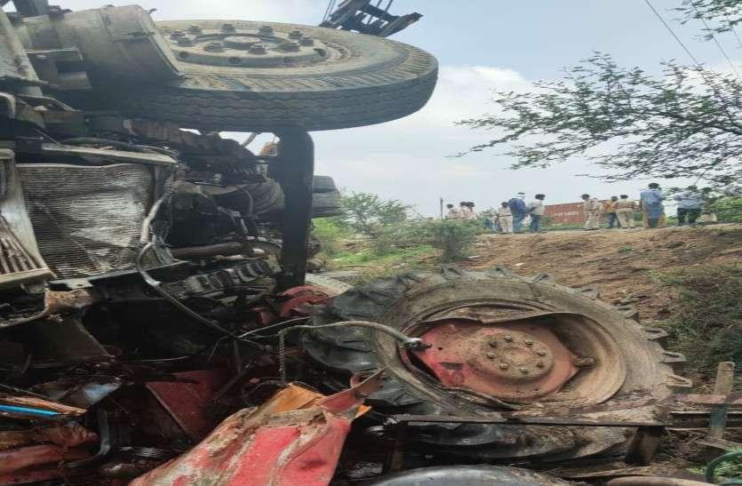 रतलाम में भीषण सड़क दुर्घटना, 3 की मौत, कई घायलों की हालत नाजुक