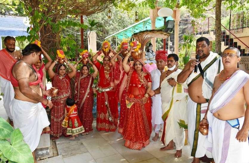 कलश यात्रा के साथ महारुद्रयाग का शुभारंभ