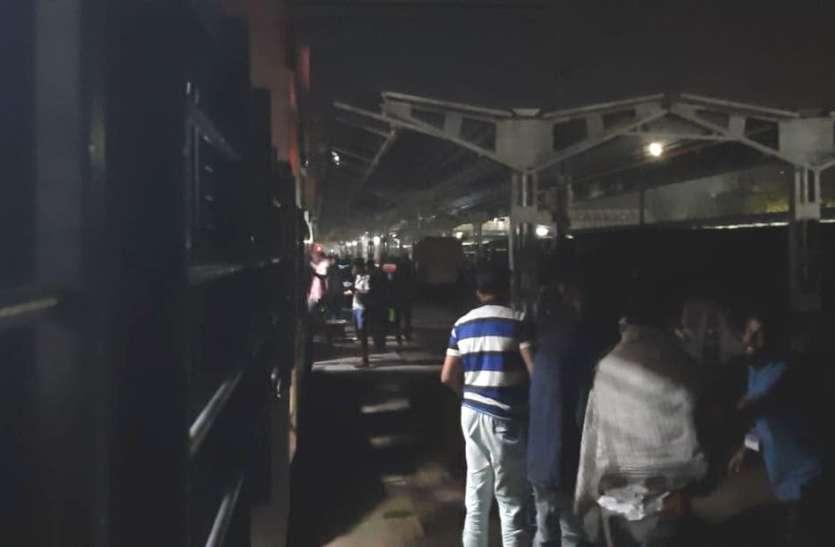 ढांचागत विस्तार में रेलवे की लेटलतीफी बढ़ा रही यात्रियों की परेशानी