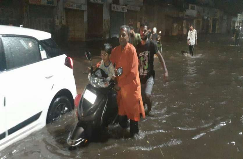अहमदाबाद में दूसरे दिन भी जारी रही बारिश