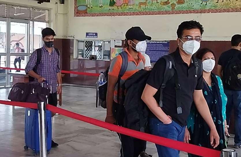 नियमों की अनदेखी : कोटा रेलवे स्टेशन पर बिना स्क्रीनिंग प्रवेश