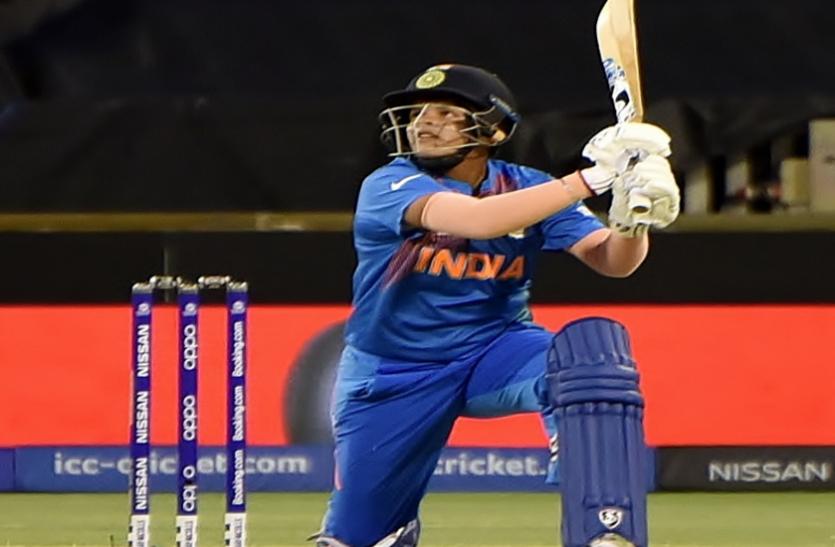 महिला क्रिकेट: शैफाली वर्मा ने इंग्लिश गेंदबाज कैथरीन से लिया बदला, लगाए लगातार पांच चौके