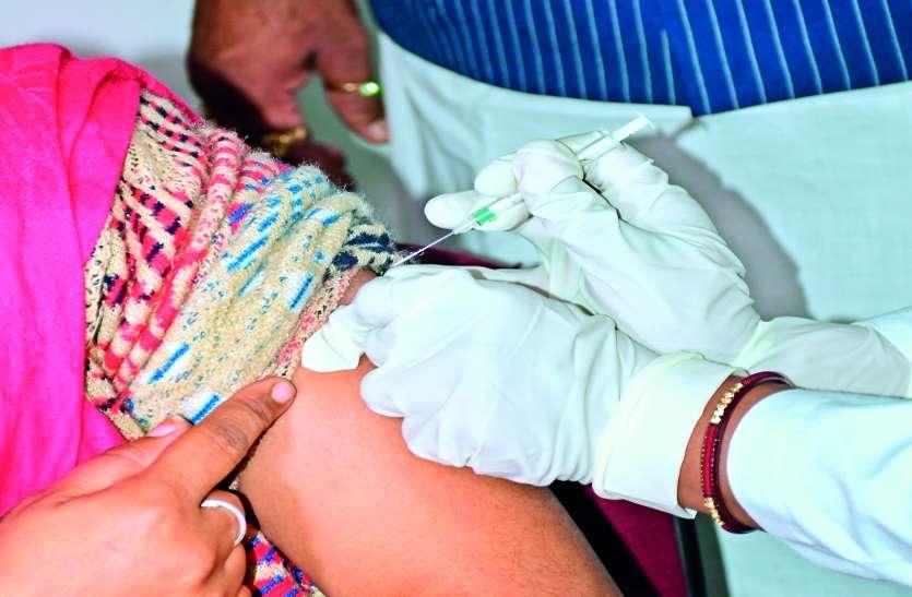 टीका लगवाने केंद्रों पर बढ़ी भीड़, बिना पंजीकरण वालों के लिए वार्ड कार्यालय में होगा इंतजाम