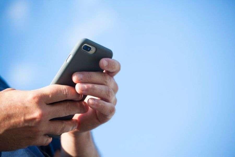 ज़रूरी मीटिंग में राजनेता नहीं कर सकेंगे मोबाइल का इस्तेमाल एआइ रखेगी नजर