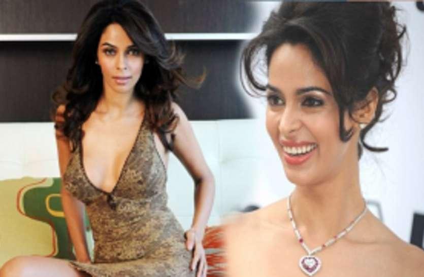 Mallika Sherawat revealed when she refused for offscreen intimacy star