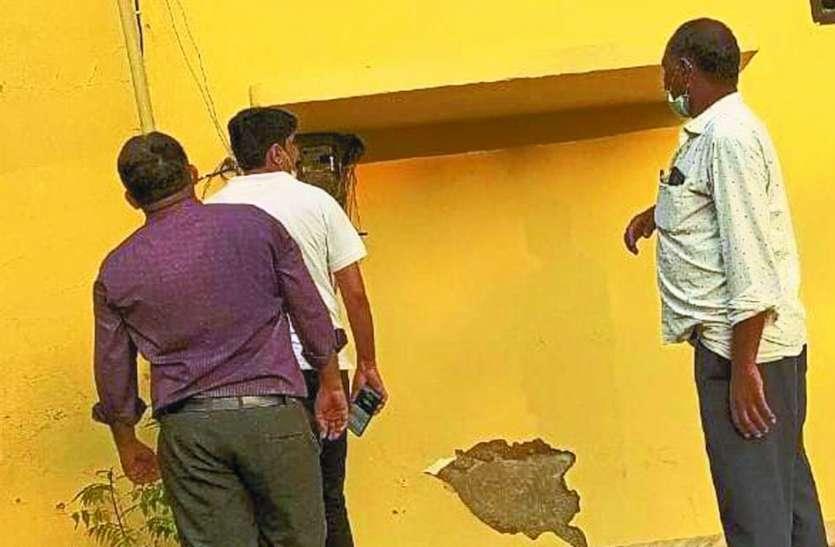 छापामार कर 30 मकानों से पकड़ी बिजली चोरी