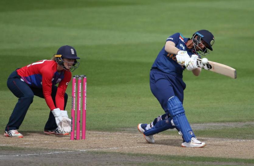 महिला क्रिकेट: टी20 के आखिरी मुकाबले में हारी टीम इंडिया, इंग्लैंड ने 2-1 से जीती सीरीज