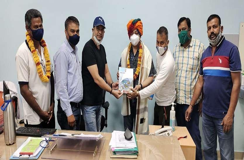 जयपुरिया अस्पताल अधीक्षक का किया सम्मान
