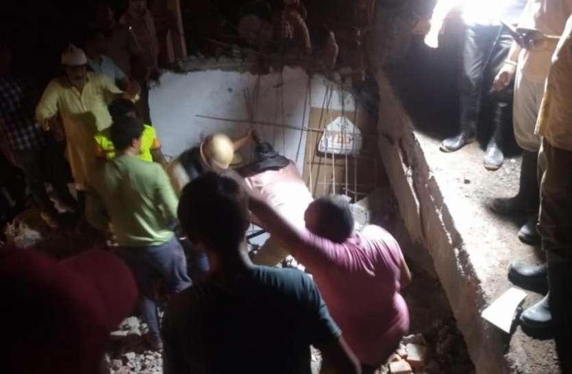 गुरुग्राम में अचानक तीन मंजिला इमारत ढही, दो दर्जन से अधिक लोगों के फंसे होने की आशंका, राहत-बचाव कार्य जारी