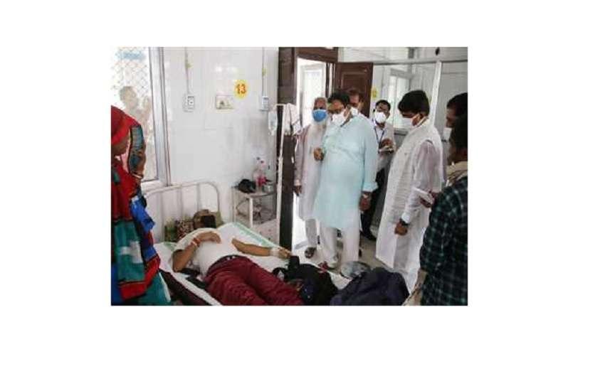 सतना के जिला प्रभारी मंत्री कुंवर विजय शाह जिला अस्पताल में