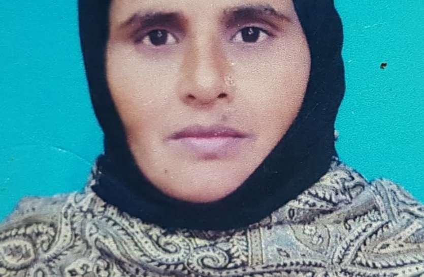 मासूम बच्ची से मोबाइल फोन पानी में गिरा ताे काट दी मां की गर्दन, पांच बच्चे हाे गए अनाथ
