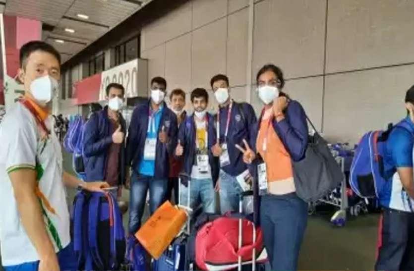 ओलंपिक खेल : भारत से एथलीटों का पहला जत्था टोक्यो पहुंचा