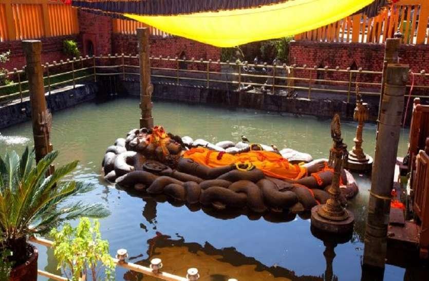 lord vishnu is sleeping on sheshnag