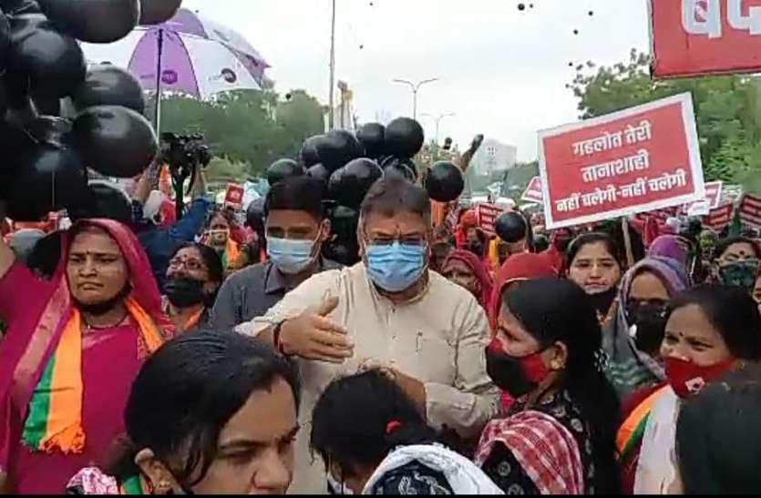 पीएम मोदी की अपील का भाजपा पर नहीं दिख रहा असर...अब महिला मोर्चा ने जुटाई भीड़