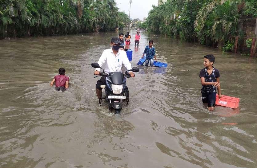 महाराष्ट्र में बाढ़ और भूस्खलन से 112 की मौत, 99 गायब, सवा लाख से अधिक को सुरक्षित निकाला