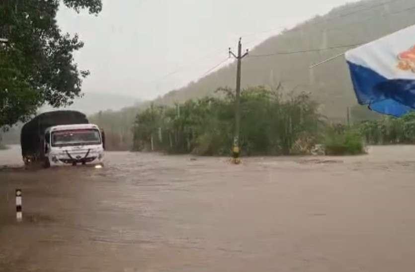 राजस्थान के इन जिलों में झमाझम बारिश, साहबी नदी में 21 साल बाद आया पानी, देखें तस्वीरें