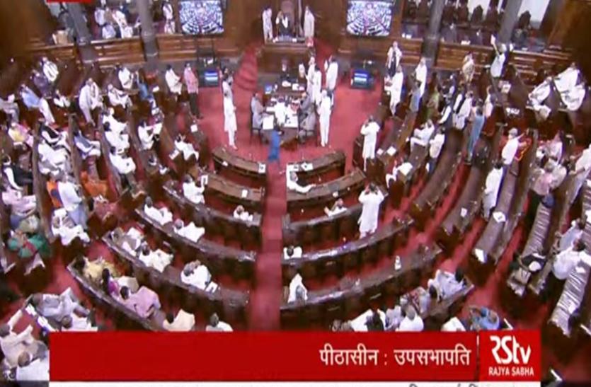 Parliament Monsoon Session LIVE update: लोकसभा और राज्यसभा में विपक्ष का हंगामा, मंगलवार 11 बजे तक सदन की कार्यवाही स्थगित