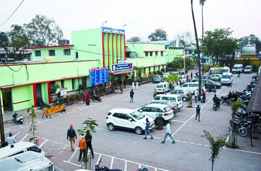 नशे में धुत हवलदार ने जिला अस्पताल में किया हंगामा, एएसआई से बदसलूकी