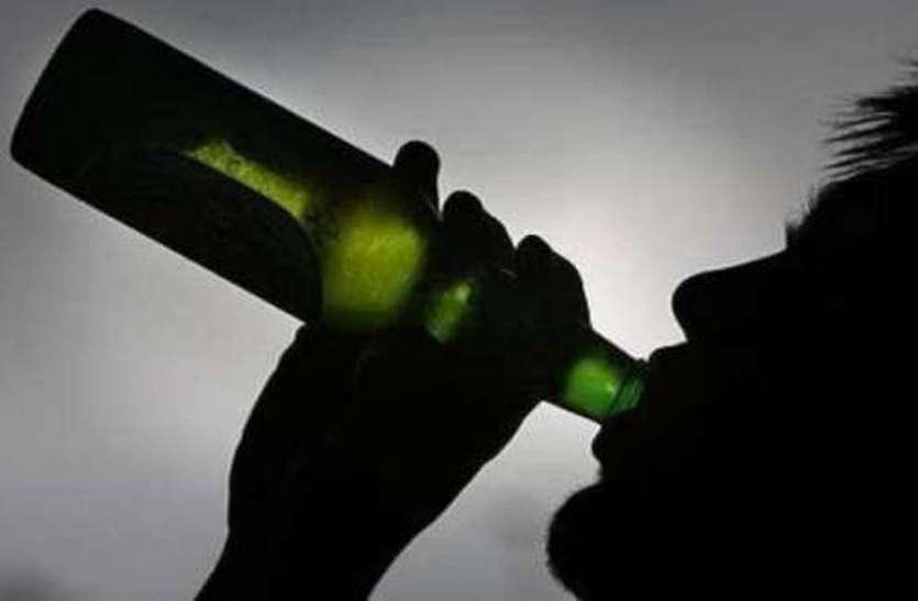खरगोन पुलिस की डर्टी पिक्चर, शराब के नशे में डांस करते वीडियो वायरल