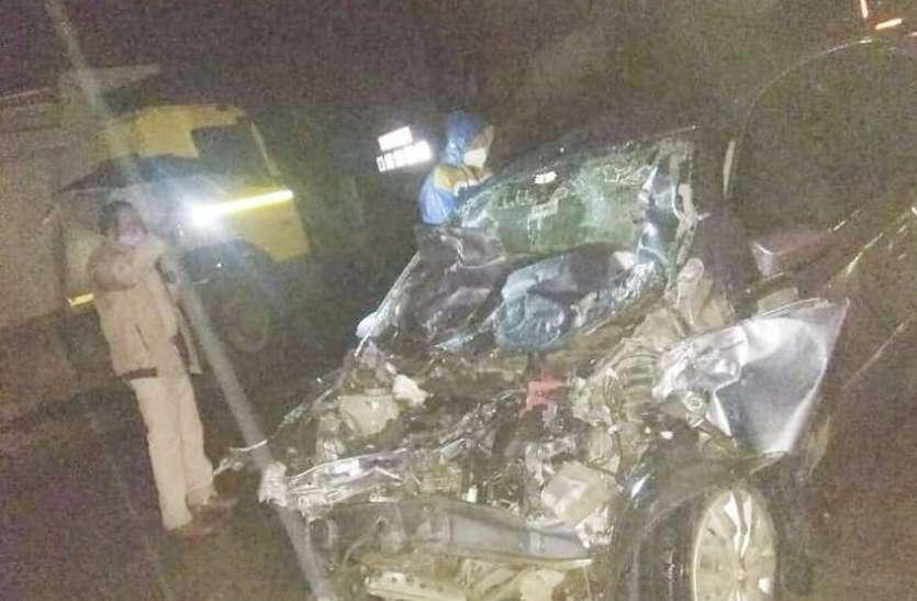 टैंकर-कार की भिड़ंत, चार जनों की मौत