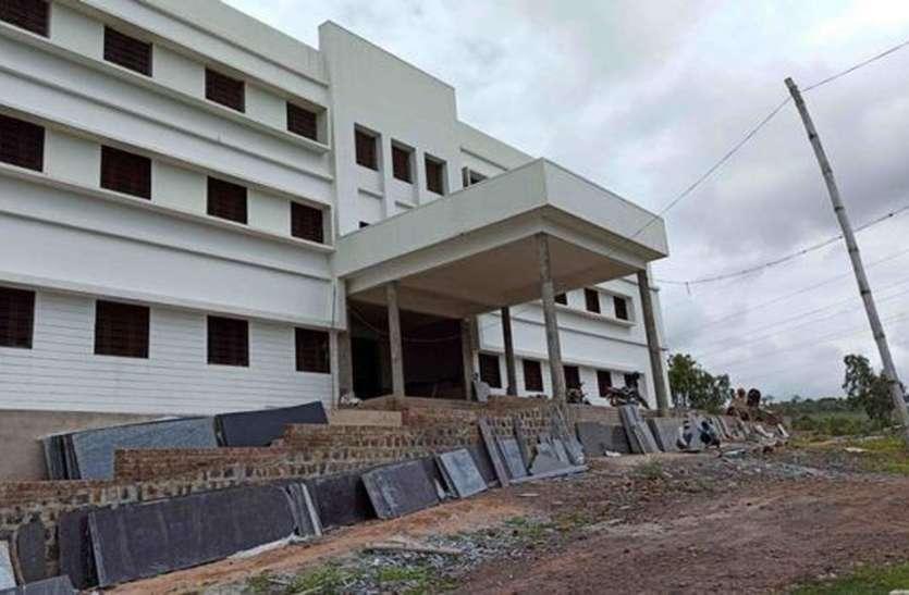 चार साल बीतने के बावजूद पूरा नहीं हुआ हॉस्पिटल का निर्माण