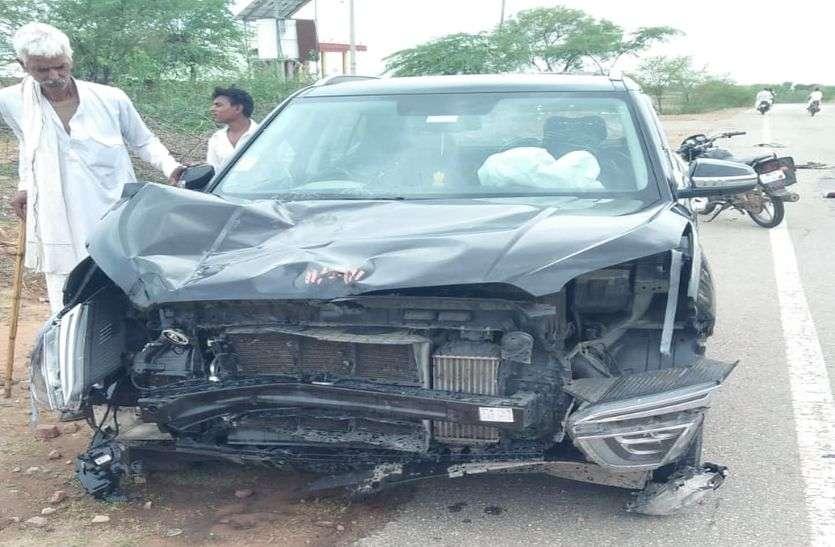 दुर्घटना में घायल युवक तड़तपा रहा और लोग वीडियो बनाते रहे