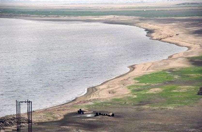 पिछले साल से आधा रह गया बीसलपुर बांध में पानी