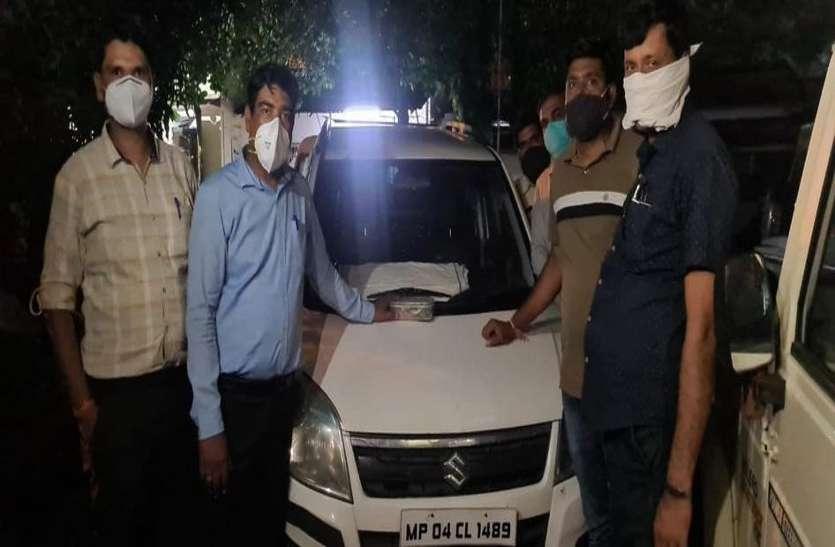 पहले कार चुराई, फिर उसी में बैठकर की लाखों रुपए की चोरियां