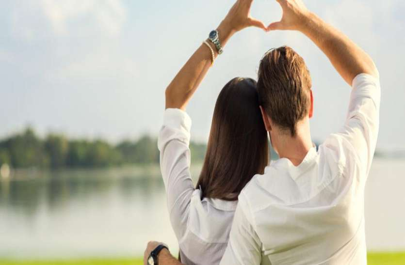 Love Relationship Tips: रिश्ते को बचाने के लिए प्यार जताना बेहद जरुरी क्यों है