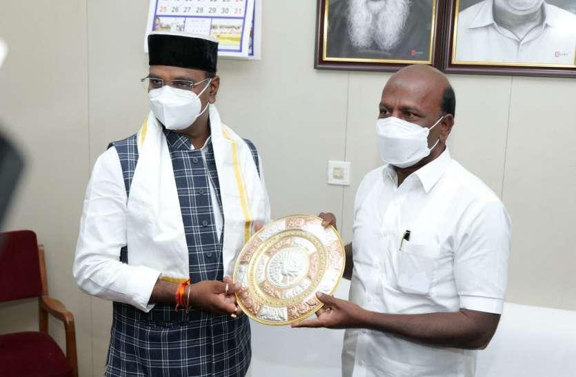 चेन्नई में MP के मंत्री विश्वास कैलाश सारंग बोले- हमारे राज्य में ऑक्सीजन की कमी से मौत नहीं हुई