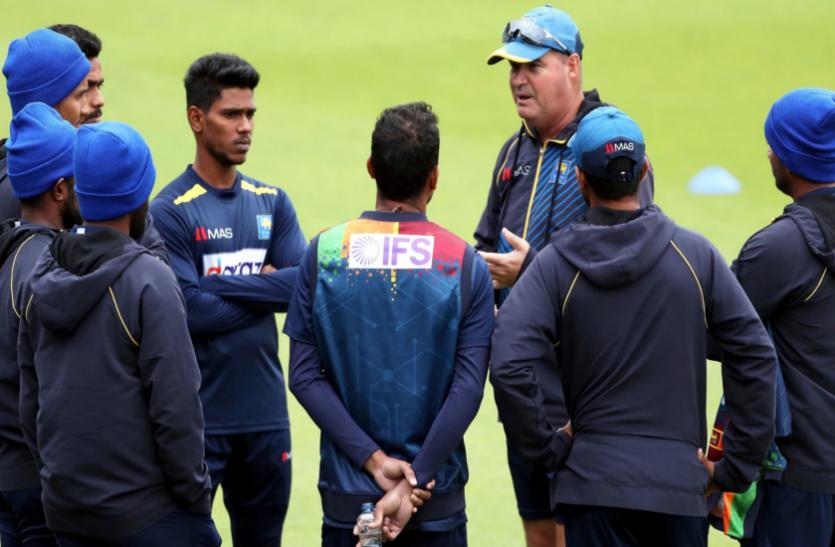 Video: टीम इंडिया से दूसरा वनडे मैच हारने से गुस्साए श्रीलंका के कोच, मैदान पर ही उलझे कप्तान से